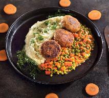 Pieczone kotlety z kalafiora z marchewką i groszkiem z menu Beszamel