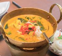 Aromatyczne curry z paluszków krabowych