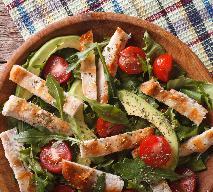 Malinowa pierś kurczaka z sałatką z awokado - pomysł na szybki, lekki obiad