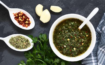Chimichurri: pietruszkowy sos do steków z Ameryki Południowej