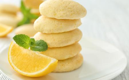 Delikatne ciasteczka cytrynowe na białym serze