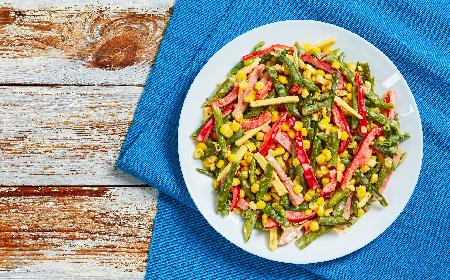 Fasolka szparagowa - sałatka z fasolki, papryki i kukurydzy