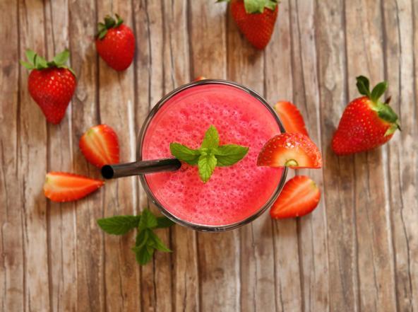 Lemoniada truskawkowa: orzeźwiający napój ze świeżych truskawek