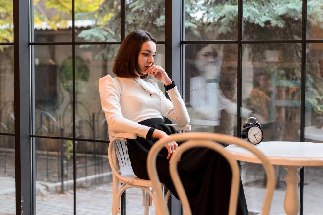 Jak zachować się w restauracji czekając na gospodarza spotkania?