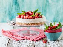 Sernik na zimno w 15 minut: deser z serka homogenizowanego z truskawkami