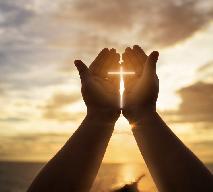 Jak pobłogosławić pokarmy w domu? Pełny tekst modlitwy