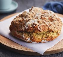 Sodowy chleb z palonym masłem i tartym serem: przepis na pieczywo bez drożdży