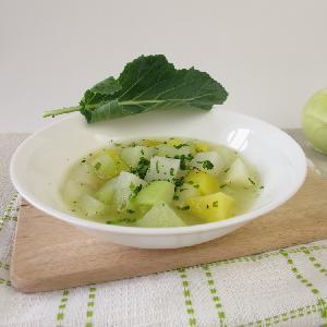 Pożywna zupa z kalarepy i ziemniaka: łatwy przepis z serkiem topionym