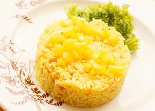 Ananasowy pilaw: wystarczy 1 szklanka ryżu i 1 puszka ananasa! Genialne!