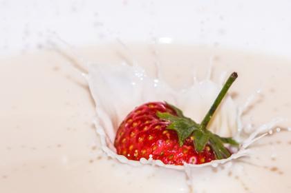Krem truskawkowo-śmietankowy - pomysł na deser [przepis]