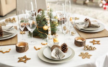 Savoir-vivre przy wigilijnym stole - jak posadzić gości? [WIDEO]