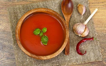 Pikantna zupa mleczna: przepis na rozgrzwającą potrawę na zimę