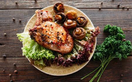 Stek z polędwicy wołowej z foie gras, skorzonerą i sosem z madery - przepis Focaccia