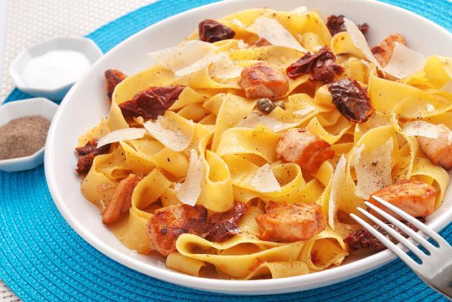 Fettuccine z suszonymi pomidorami [przepis]