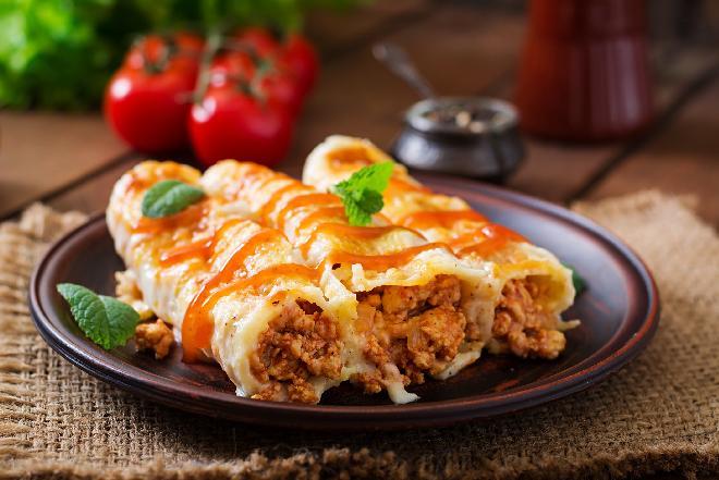 Cannelloni z mięsnym farszem w sosie pomidorowym: przepis