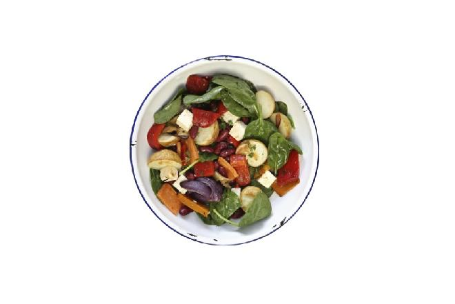 Ciepła sałatka z ziemniaków i szpinaku: pomysł na kolację